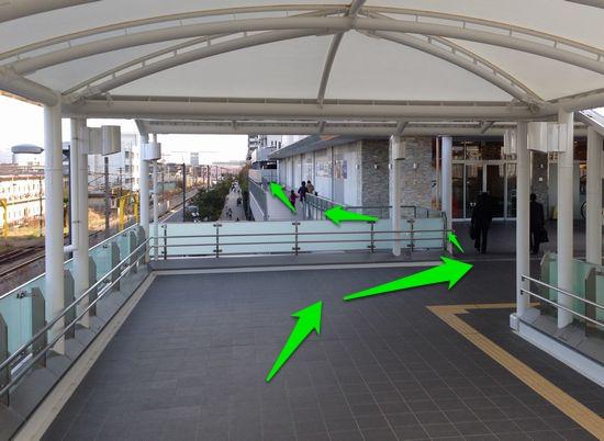 京急ストア側道
