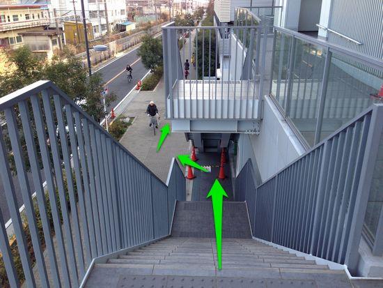 京急ストア階段